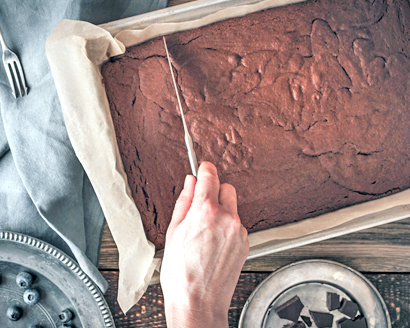 Cutting and Storing Brownies